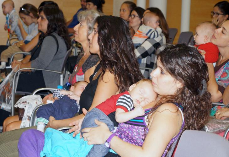 Más de 100 madres y padres se informan sobre como mantener la lactancia materna al reincorporarse al trabajo remunerado