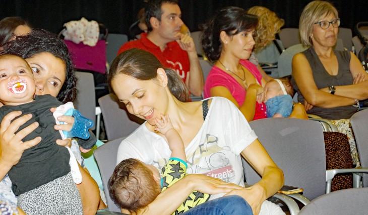 El Parlament de Catalunya apoya a las mujeres que desean amamantar a sus hijos